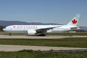 Boeing 777-233/LR (C-FIUA)