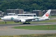 Boeing 777-246/ER (JA8984)
