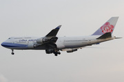 Boeing 747-409 (B-18202)