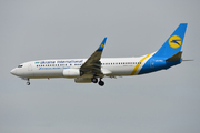 Boeing 737-84R (UR-PSE)