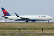 Boeing 767-3P6/ER (N153DL)