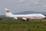 Boeing 747-433M (A6-COM)