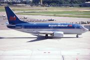 Boeing 737-59D (G-OBMX)