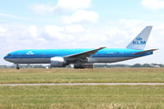 Boeing 777-206/ER (PH-BQE)