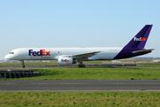 Boeing 757-28A/SF (N913FD)