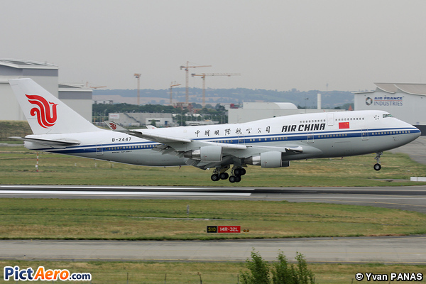 Boeing 747-4J6 (Air China)