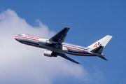 Boeing 767-223/ER (N323AA)