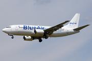 Boeing 737-322 (YR-BAF)