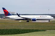 Boeing 767-332/ER (N1607B)
