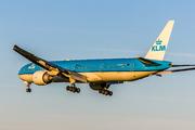 Boeing 777-306/ER (PH-BVF)