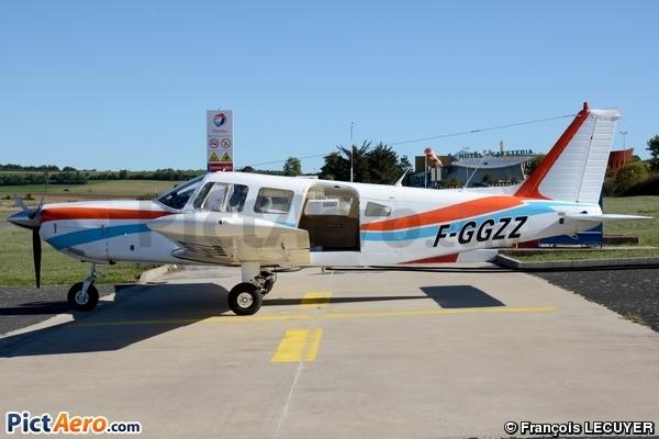 Piper PA-32-300 (Privé / Private)