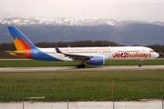 Boeing 757-223(WL) (G-LSAK)