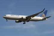Boeing 767-322/ER (N673UA)