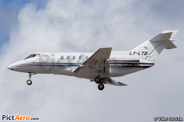 Raytheon Hawker 800XP (Charter Jets)