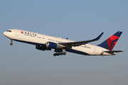 Boeing 767-332/ER (N174DN)