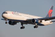Boeing 767-432/ER (N827MH)