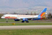 Boeing 757-223/WL (G-LSAK)