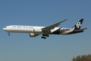 Boeing 777-319/ER (ZS-OKS)