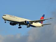 Boeing 767-432/ER (N834MH)
