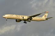 Boeing 777-3FX/ER (A6-ETR)