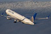 Boeing 767-322/ER (N674UA)
