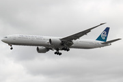 Boeing 777-319/ER (ZK-OKM)