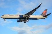 Boeing 767-332/ER (N183DN)