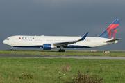 Boeing 767-332/ER (N1201P)
