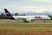 Boeing 757-23A/SF (N917FD)