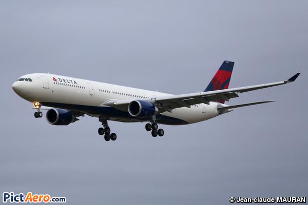 Airbus A330-302 (Delta Air Lines)