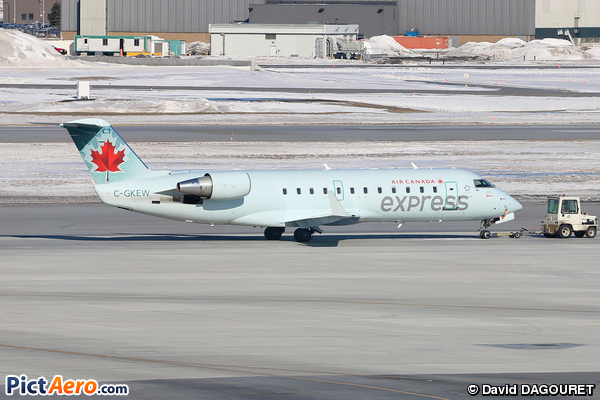 CRJ-100ER (Canadair CL-600-2B19 Regional Jet) (JAZZ Aviation LP)
