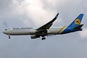 Boeing 767-322/ER (UR-GEA)