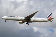 Boeing 777-328/ER (F-GZNK)
