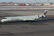 Bombardier CRJ-705 (C-GNJZ)