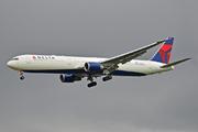 Boeing 767-432/ER (N826MH)