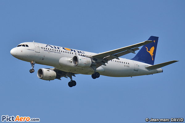 Airbus A320-214 (Air One)