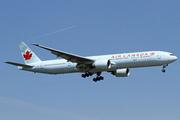 Boeing 777-333/ER (C-FIUL)