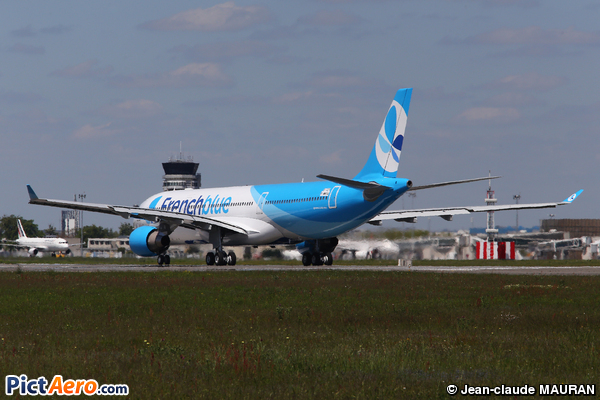 Airbus A330-323 (French Blue)