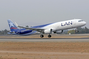 Airbus A321-211 (SL) (CC-BEF)