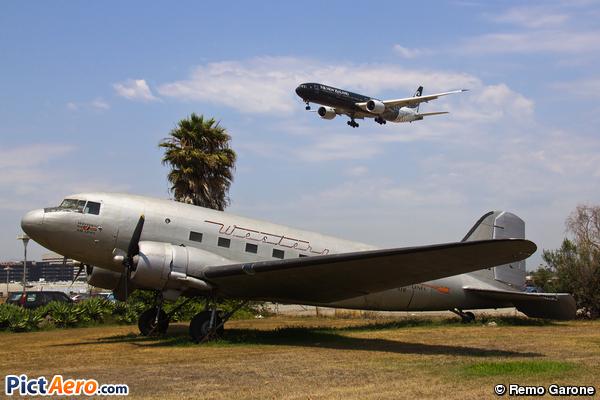 Douglas DC-3C (Western Airlines)