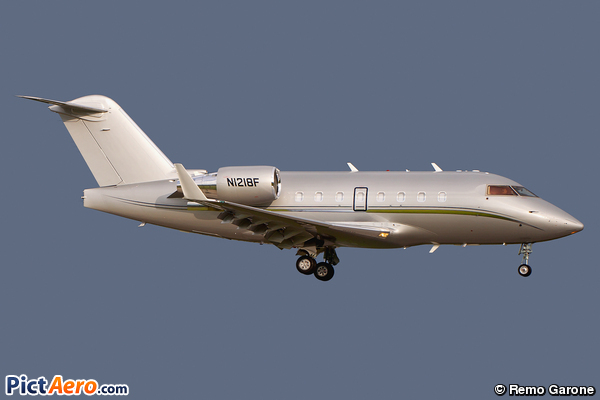 Canadair CL-600-2B16 Challenger 604 (The Whitewind Co.)