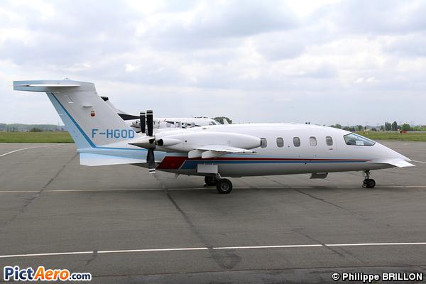 Piaggio P-180 Avanti II (Privé / Private)