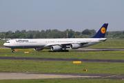 Airbus A340-642 (D-AIHZ)