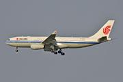 Airbus A330-243 (B-5925)