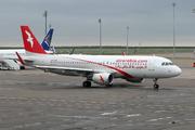 Airbus A320-214 (A6-AOA)
