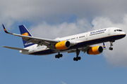 Boeing 757-223/WL (TF-ISK)