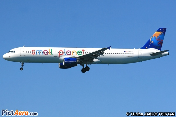 Airbus A321-211 (Small Planet Airlines Poland)
