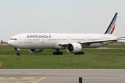 Boeing 777-328/ER (F-GSQK)