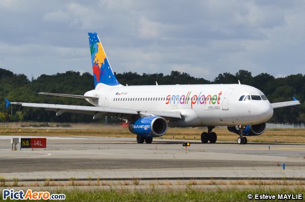 Airbus A320-233 (Small Planet Airlines Poland)