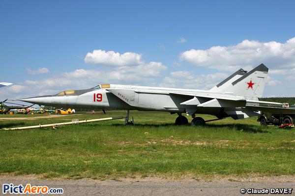 Mikoyan-Gurevich MiG-25PU (Belarus - Air Force)